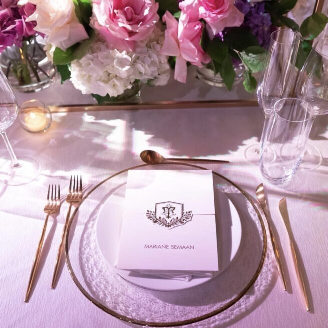 Ritz linen, matte gold cutlery, gold rim charger