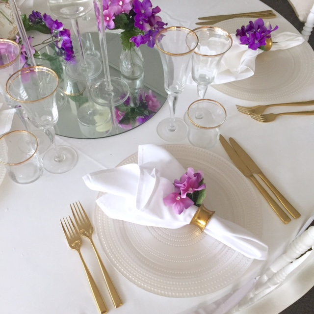 Pearl Charger with Gold cutlery
