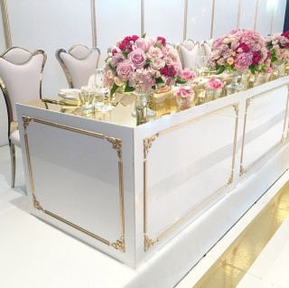 Bridal table with gold detail