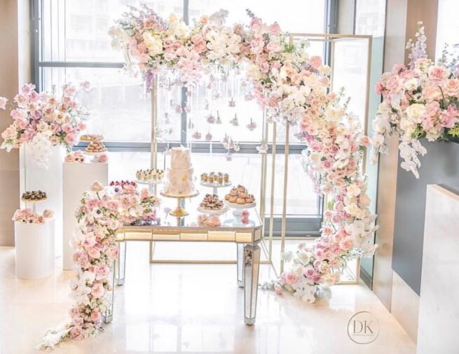 Lux mirror cake table